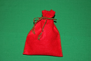 Easy-Felt-Crafts-Keepsake-Gift-Bag-Holiday-Red