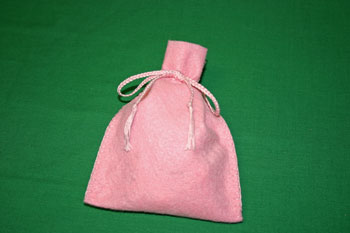 Easy-Felt-Crafts-Keepsake-Gift-Bag-Pretty-in-Pink