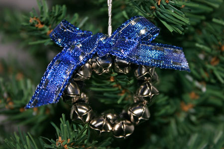 Easy-Christmas-Crafts-Jingle-Bell-Wreath-blue-and-silver-on-Christmas-tree