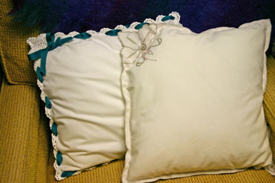 Frugal-fun-crafts-two-napkin-pillows