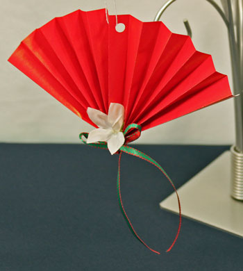 Easy Christmas Crafts Construction Paper Fan Ornament red wrapping paper