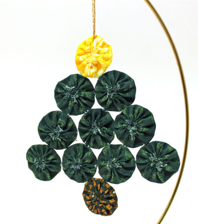 Easy Christmas Crafts Christmas Tree of Craft Yo Yos hanging on stand showing gathered side