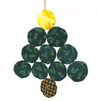 Easy Christmas Crafts Christmas Tree of Craft Yo Yos hanging on stand showing plain side