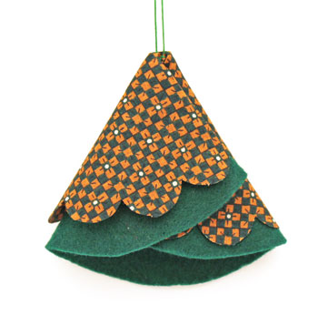 Easy Christmas Crafts Folded Felt and Fabric Christmas Tree showing a green finished version