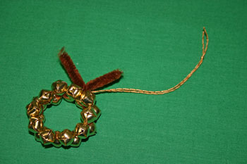 Easy Christmas Crafts Jingle Bell Wreath add hanging loop of yarn