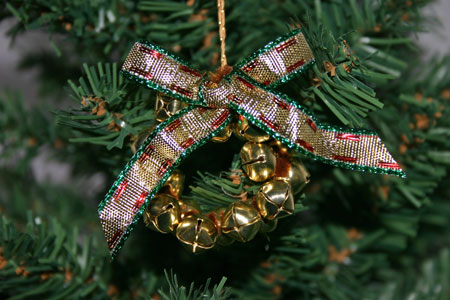 Easy Christmas Crafts Jingle Bell Wreath green and gold on Christmas tree