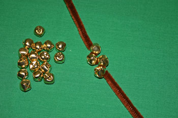 Easy Christmas Crafts Jingle Bell Wreath thread bells on chenille wire