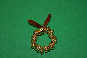 Easy Christmas Crafts Jingle Bell Wreath twist wire ends together