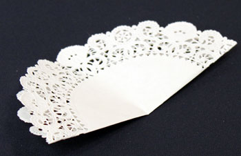 Easy Christmas Crafts Paper Doily Cone Ornament step 3 find the center of the doily