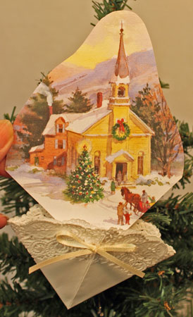 Easy Christmas Crafts Paper Doily Greeting Card Ornament showing the greeting card scene