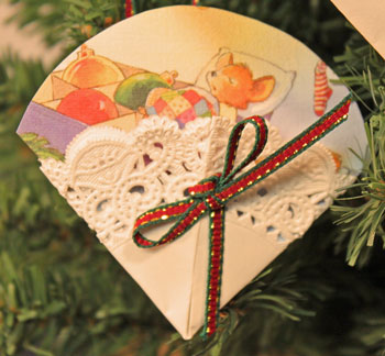 Easy Christmas Crafts Paper Doily Greeting Card Ornament with a Christmas mouse waiting for Christmas morning