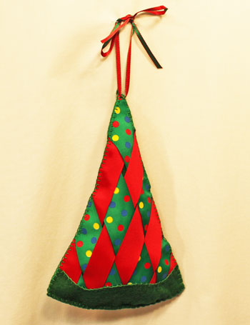 Easy Christmas Crafts Woven Ribbon Christmas Tree Door Hanger finshed view 1