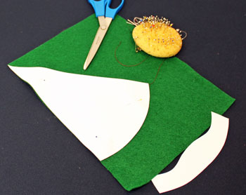 Easy Christmas Crafts Woven Ribbon Christmas Tree Door Hanger step 1 position pattern on felt
