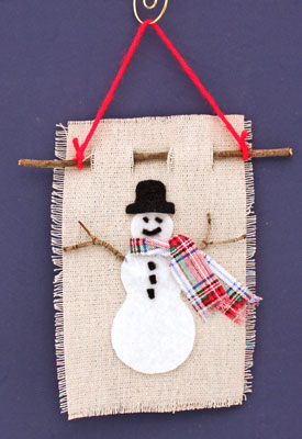 Easy Christmas Crafts Felt and Twig Snowman finished wall hanging