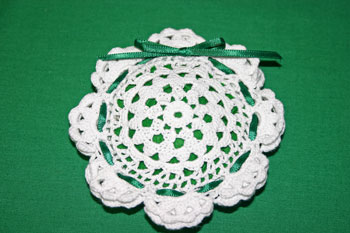 Easy felt crafts doily sachet tie ribbon bow