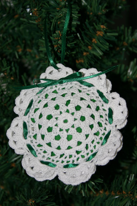 Easy felt crafts doily sachet white hanging on tree
