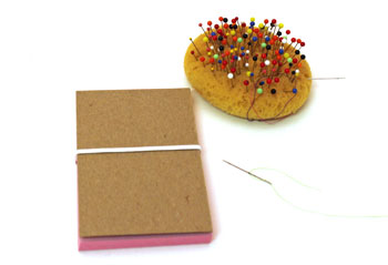 Easy Felt Crafts Notepad Cover2 step 11 keep elastic flat