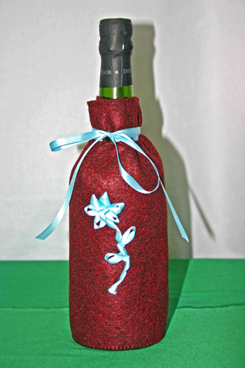 Easy Felt Crafts Wine Gift Bag finished with blue ribbon