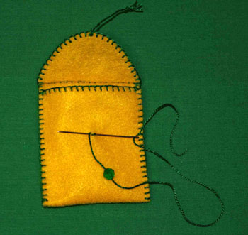 Easy felt crafts small items pocket step 8
