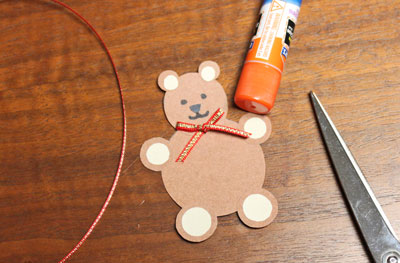 Paper Circles Teddy Bear step 13 add bow tie