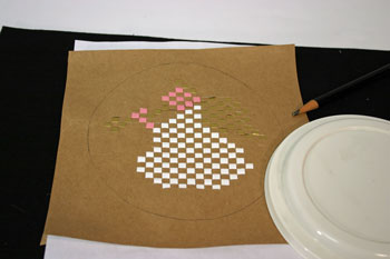 Easy Angel Crafts - Woven Paper Angel draw circle around shape