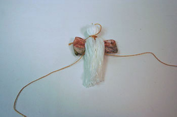 Easy Angel Crafts - Yarn Angel - Pull white yarn over ribbon and gold yarn