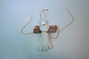 Easy Angel Crafts - Yarn Angel - Tie gold yarn to form waist