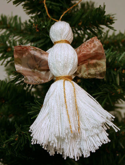 Easy Angel Crafts - Yarn Angel - White with golden ribbon and gold yarn