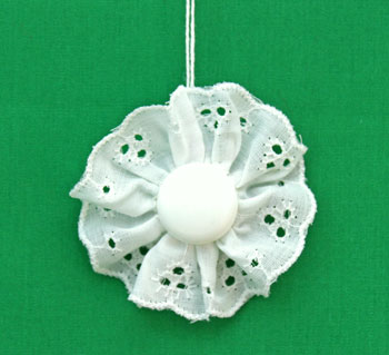 Button and Lace Ornament step 13 display the ornament