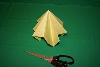 Easy Christmas crafts - folded paper Christmas tree eight outer and eight inner folds