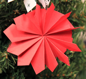 Easy Christmas Crafts Paper Pinwheel Wreath Ornament red on red