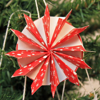 Easy Christmas Crafts Paper Pinwheel Wreath Ornament red and white