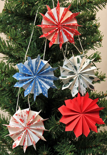 Easy Christmas Crafts Paper Pinwheel Wreath Ornament five finished