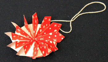 Easy Christmas Crafts Paper Pinwheel Wreath Ornament step 16 let glue dry