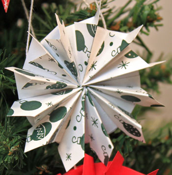 Easy Christmas Crafts Paper Pinwheel Wreath Ornament white and green